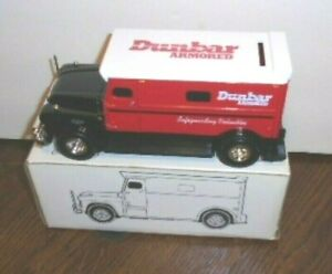 NEW 1959 ERTL COLLECTIBLES DUNBAR ARMORED GMC TRUCK COIN BANK WITH KEY 1/32