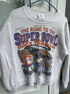 "Vintage 1997 NFL SB XXXI Champ ""Goes Through Denver"" Sweatshirt Size Medium"