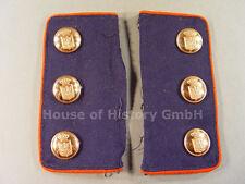 Paar Ärmelpatten eines Beamten, blau, rote Paspelierung, 6 Wappen-Knöpfe, 103427