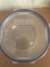 New-Pyrex 4cup Glass Storage with Snap Lock Lid Oven Microwave Safe