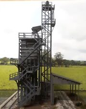 The orange Coal Stage with hoist tower, winch shed and loading bay HO 1/87