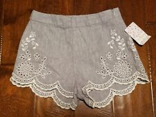 New FREE PEOPLE Women's Size 0 Light Gray & White Linen / Cotton Lace Shorts