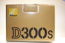 Nikon D300S 12.3MP Digitalkamera-Schwarz (Nur Gehäuse) OVP 3206 Auslösungen
