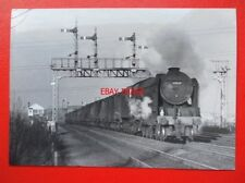 PHOTO  LNER THOMPSON CLASS A2 4-6-2 60512 STEADY AIM AT METAL BRIDGE 1/12/60