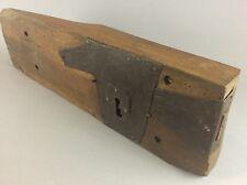 Ancienne 18ème serrure gâche de porte en bois et fer clouté - déco / collection