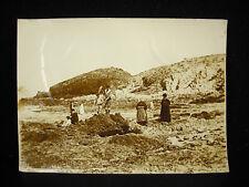 Erquy pêche à pied à la plage photographie c1900 Bretagne côte d'Armor