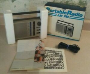 Vintage Magnavox D2000 Portable AM FM Radio - Used In Box With Manual & Cable