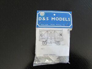 """D & S Models """"OO""""  GNR 8 ton van kit."""