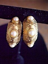 LINDA LEVENSON VINTAGE CLIP-ON EARRINGS TEXTURED GOLD TONE & FAUX PEARLS