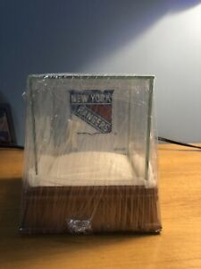 Patch Collection Square Clear Souvenir Hockey Cube NHL Puck Case Holder Display Stand