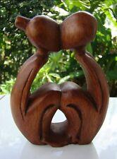 """Statuette abstraite couple baiser """"Tendresse"""" mariage en bois de suar Indonésie"""