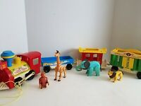 Vintage Fisher Price Little People Play Family Circus Train #991 with 4 animals