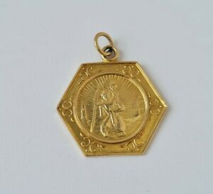 "9 ct / 375 Yellow Gold ""St. Christopher"" Hexagonal Charm 1961/ 1.6 cm/ 2.0 g."