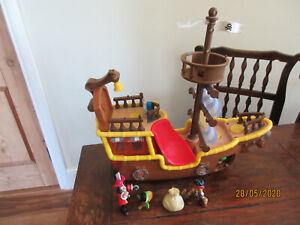 DISNEY 2011 JAKE & THE NEVERLAND SOUND WHEEL BUCKY PIRATE SHIP CAPTAIN HOOK FIG