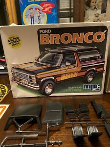 Vintage MPC Ford BRONCO 1/25 Model kit #18108 open box -looks like it's all here