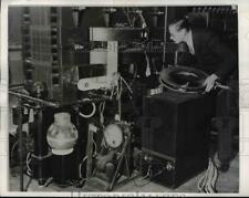 1942 Press Photo Urbana Ill Prof Donald Kerst Univ of Ill phyicist