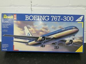 Revell 04231 Boeing 767-300 1:144 Model Aircraft Kit Unbuilt 1995 New Sealed Box