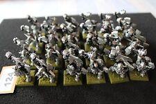 WARHAMMER Orcs e Goblins NERO ORCS REGGIMENTO X30 due mano weaps METAL FIGURE