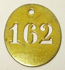 ancienne petite plaque en laiton numéro 162