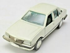 GAMA Opel Ascona Stufenhecklimousine weiss Automodell 1:43 VP