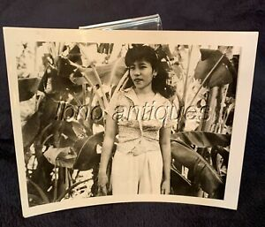 WWII SOUTH PACIFIC ISLAND FOUND POTO . BEATIFULL GIRL PORTRAIT. L@@k!!