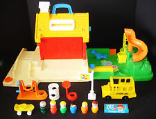 VINTAGE FISHER-PRICE LITTLE PEOPLE SCHOOL HOUSE & PLAYGROUND #2550 NICE!