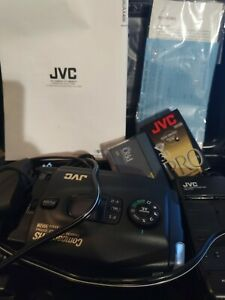 JVC Compact VHS VHS-C Camcorder and Case Model GR-AX400 TESTED AND WORKS READ