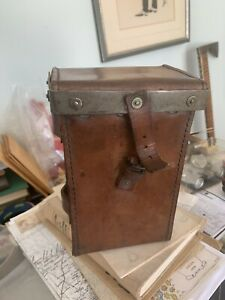 WW2 VICKERS GUN LEATHER AMMUNITION POUCH .303 Dated 1944