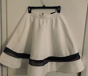Alice + Olivia NY Lotus Gorgeous White Black Trim Silk Skirt NWOT $350  Sz 2