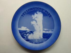 Decorative Blue Souvenir Plate: YELLOWSTONE PARK Old Faithful Geyser - Wyoming