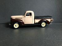 MacGyver Chevrolet Pick Up Chevy 1946 80er/90er TV Serie DieCast ca. 1:18 / 1:19
