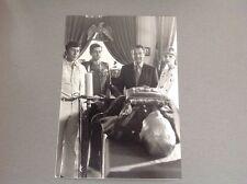 CHAPEAU MELON ET BOTTES DE CUIR ( The AVENGERS)   - PHOTO DE PRESSE   13x18cm