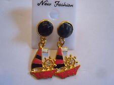 Ohrring rosa schwarzen Goldfarbenem Segelboot  und schwarzem Strassstein 3261