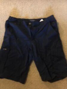 Columbia Omni-Shade outdoor cargo fishing shorts navy blue size 36 / 12