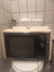 Sony Trinitron KV-1310E Fernseher defekt 70er Jahre Holzgehäuse