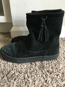 CROCS LODGEPOINT SUEDE PULL ON CROCBAND WINTER HIGH SNOW BOOT~Black~W 6