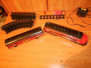 OLD FASHION ELECTRIC TRAIN-2 CARS AND RAILS-POWER PACK AND CONECTION--WORKS??