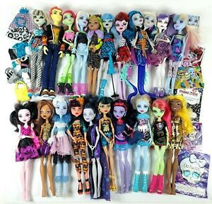 Huge LOT OF 20 Monster High Dolls Clothes Outfits Accessories
