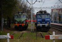 PHOTO  POLISH RAILWAYS -  PKP CLASS EU07 NO EU07-304 VIEW 2 IN PKP INTERCITY BLU