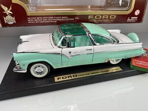 Yat Ming Road Legends 1955 Ford Fairlane Crown Victoria 1:18 Cyan Diecast Car