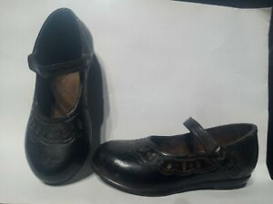 """Vintage Cast Iron or Metal Child's Mary Jane Shoes Decorative Metal 6"""" long"""