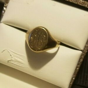 10k Solid Gold  Modern Initial Statement Ring 3.3grams
