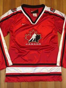 Nike Canada National Hockey Red Nylon Jersey Youth Medium fit Youth Large