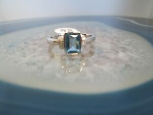 10k White Gold Blue Topaz & Diamond Ring Size 7