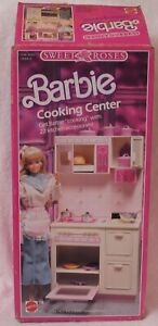 1987 Vintage Barbie Sweet Roses Kitchen Cooking Center w Many Accessories