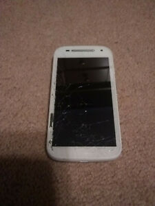 Motorola MOTO E2 - 8GB - White (Boost Mobile/Sprint) CDMA - Cracked Screen