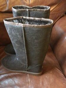 Australian Sheepskin Tall Ugg Boots Women Size 11 Dark Brown Paisley Pattern