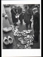 En CANTAL (15) MARCHAND de SABOTS en 1958
