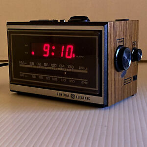 Vintage General ElectricModel 7-4620D GE Table Model Alarm Clock AM/FM Radio