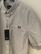 "Fred Perry: Lunares Camisa (S-Gris industrial 38"")"